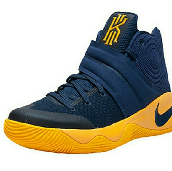 wholesale dealer c7b94 07b00 Kyrie 2 NIKE GOAT NEW IN BOX 3C Kyrie Irving Baby NWT